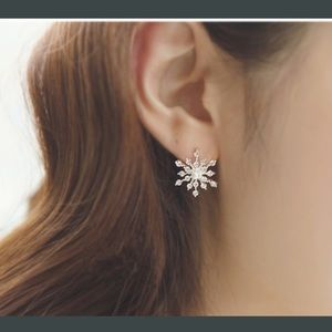 2 LEFT!‼️ snowflake crystal silver plated earrings